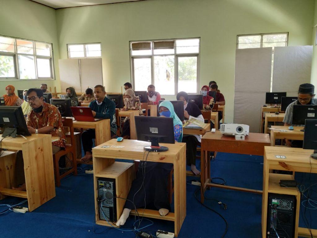 MAN 1 Kota Madiun Rapat Evaluasi Pembelajaran E-Learning Besama Guru